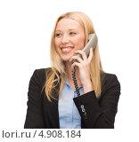 Купить «Успешная деловая женщина в черном костюме говорит по телефону и улыбается», фото № 4908184, снято 13 июня 2013 г. (c) Syda Productions / Фотобанк Лори