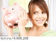 Купить «Счастливая девушка с копилкой в виде свиньи», фото № 4908208, снято 4 октября 2009 г. (c) Syda Productions / Фотобанк Лори