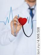 Купить «Врач-кардиолог прослушивает сердцебиение», фото № 4908508, снято 8 мая 2013 г. (c) Syda Productions / Фотобанк Лори