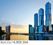 Купить «Москва-Сити вечером», фото № 4909304, снято 3 июня 2013 г. (c) Triff / Фотобанк Лори