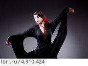 Купить «Привлекательная молодая женщина в черном платье танцует фламенко», фото № 4910424, снято 22 февраля 2013 г. (c) Elnur / Фотобанк Лори
