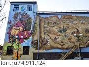 Купить «Рисунок из мультиков на стене дома развлечений в парке в Харькове», фото № 4911124, снято 23 апреля 2013 г. (c) Sanna / Фотобанк Лори