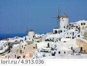 Купить «Знаменитые мельницы городка Ия, остров Санторини, Греция», фото № 4913036, снято 5 сентября 2010 г. (c) ElenArt / Фотобанк Лори