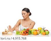 Купить «Красивая молодая женщина отказывается от вредной еды в пользу овощей и фруктов», фото № 4915768, снято 12 января 2013 г. (c) Syda Productions / Фотобанк Лори