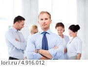 Купить «Совместная работа бизнес-команды в офисе», фото № 4916012, снято 9 июня 2013 г. (c) Syda Productions / Фотобанк Лори