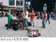 Купить «Германия, Франкфурт-на-Майне, уличные музыканты», эксклюзивное фото № 4919480, снято 4 июля 2013 г. (c) Ирина Фирсова / Фотобанк Лори