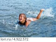 Девочка радостно купается в море. Стоковое фото, фотограф Мария Сударикова / Фотобанк Лори