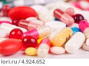Купить «Разноцветные таблетки и капсулы», фото № 4924652, снято 20 января 2013 г. (c) Никончук Алексей / Фотобанк Лори