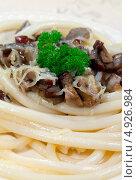Купить «Спагетти с белыми грибами», фото № 4926984, снято 5 октября 2011 г. (c) ElenArt / Фотобанк Лори