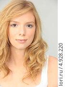 Купить «Молодая девушка с распущенными волосами», фото № 4928220, снято 12 марта 2010 г. (c) Phovoir Images / Фотобанк Лори