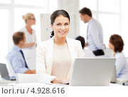 Купить «Профессиональная деловая женщина работает за ноутбуком в офисе», фото № 4928616, снято 21 августа 2018 г. (c) Syda Productions / Фотобанк Лори