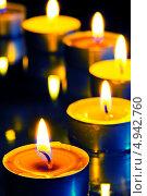Маленькие горящие свечи. Стоковое фото, фотограф Константин Лабунский / Фотобанк Лори