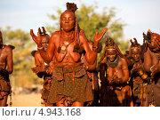 Купить «Женщины африканского племени Химба исполняют традиционный танец на закате около городка Опуво, Намибия», фото № 4943168, снято 24 июня 2013 г. (c) Николай Винокуров / Фотобанк Лори