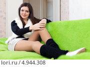 Девушка в квартире на диване. Стоковое фото, фотограф Яков Филимонов / Фотобанк Лори