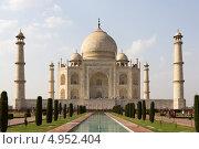 Купить «Тадж Махал - известный исторический памятник. Агра, Индия», фото № 4952404, снято 23 апреля 2013 г. (c) Александр Давыдов / Фотобанк Лори