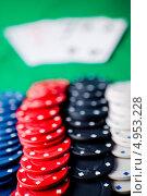 Купить «Красные, черные, голубые и черные фишки в казино и карты не в фокусе», фото № 4953228, снято 16 февраля 2012 г. (c) Wavebreak Media / Фотобанк Лори