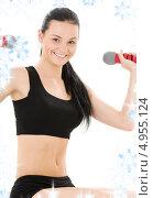 Купить «Фитнес инструктор тренируется на белом фоне со снежинками», фото № 4955124, снято 1 июля 2008 г. (c) Syda Productions / Фотобанк Лори