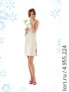 Купить «Красивая юная девушка с белыми цветами», фото № 4955224, снято 15 марта 2008 г. (c) Syda Productions / Фотобанк Лори
