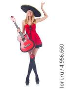 Купить «Женщина в шляпе сомбреро с гитарой», фото № 4956660, снято 8 июля 2013 г. (c) Elnur / Фотобанк Лори