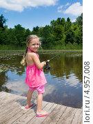 Купить «Счастливая пятилетняя девочка в розовом платье ловит рыбу в пруду», фото № 4957008, снято 14 августа 2013 г. (c) Ирина Кожемякина / Фотобанк Лори