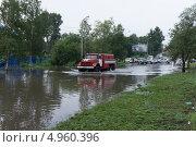 Затопление улицы Флегонтова в Хабаровске после сильного дождя (2013 год). Редакционное фото, фотограф Freewayrider / Фотобанк Лори