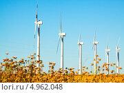 Купить «Ветряки на сельхозугодьях. Арагон», фото № 4962048, снято 4 июля 2013 г. (c) Яков Филимонов / Фотобанк Лори