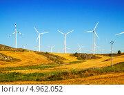 Купить «Ветряки на сельхозугодьях. Арагон, Испания», фото № 4962052, снято 4 июля 2013 г. (c) Яков Филимонов / Фотобанк Лори