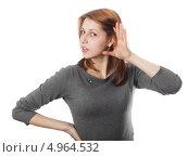 Женщина в сером слушает, изолированно на белом фоне. Стоковое фото, фотограф oleksandr gurin / Фотобанк Лори