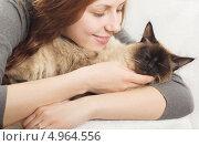 Девушка с кошкой. Стоковое фото, фотограф oleksandr gurin / Фотобанк Лори