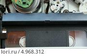 Купить «Работающий видеомагнитофон», видеоролик № 4968312, снято 18 августа 2013 г. (c) Иван Четвериков / Фотобанк Лори