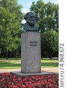 Купить «Бюст Карла Маркса в Смольном саду, город Санкт-Петербург», фото № 4968672, снято 2 июля 2013 г. (c) Игорь Долгов / Фотобанк Лори