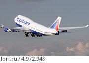 Boeing 747 (бортовой VQ-BHX) авиакомпании Трансаэро набирает высоту (2013 год). Редакционное фото, фотограф Alexei Tavix / Фотобанк Лори