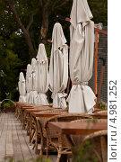 Купить «Летняя веранда ресторана. Закрытие сезона», фото № 4981252, снято 30 августа 2012 г. (c) Victoria Demidova / Фотобанк Лори
