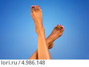 Купить «Загорелые ноги на фоне неба», фото № 4986148, снято 8 августа 2006 г. (c) Syda Productions / Фотобанк Лори