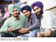 Купить «Молодые индийские мужчины», фото № 4995408, снято 7 июля 2012 г. (c) Дмитрий Калиновский / Фотобанк Лори