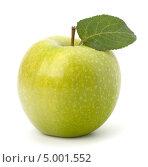 Купить «Зеленое яблоко с плодоножкой и листиком», фото № 5001552, снято 4 июля 2011 г. (c) Natalja Stotika / Фотобанк Лори