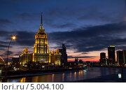 Гостиница Украина во время заката (2012 год). Редакционное фото, фотограф Джесур Кючюк / Фотобанк Лори