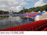 Купить «Затопленный стадион в Хабаровске», фото № 5006268, снято 1 сентября 2013 г. (c) Петроченко Мария Петровна / Фотобанк Лори