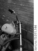 Купить «Старый мотоцикл (фрагмент)», фото № 5011144, снято 1 мая 2013 г. (c) Елена Азарнова / Фотобанк Лори