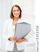 Купить «Деловая женщина в белом пиджаке с рабочими документами в офисе», фото № 5013516, снято 18 июля 2013 г. (c) Syda Productions / Фотобанк Лори