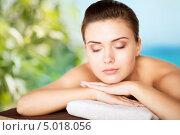 Купить «Молодая женщина в салоне СПА на сеансе массажа спины», фото № 5018056, снято 22 июня 2013 г. (c) Syda Productions / Фотобанк Лори