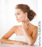 Купить «Красивая молодая женщина в белом платье с бриллиантовыми серьгами в ушах», фото № 5020816, снято 17 марта 2013 г. (c) Syda Productions / Фотобанк Лори
