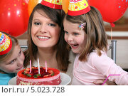 Купить «Маленькая девочка с родителями отмечает день рождения», фото № 5023728, снято 12 января 2011 г. (c) Phovoir Images / Фотобанк Лори