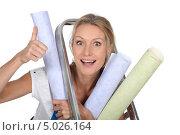 Купить «Девушка с рулонами обоев у стремянки», фото № 5026164, снято 1 июня 2010 г. (c) Phovoir Images / Фотобанк Лори