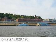 Нижний Новгород, вид на Нижневолжскую набережную и северную стену кремля (2013 год). Редакционное фото, фотограф Валерий Овчинников / Фотобанк Лори