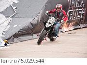 Купить «Участник шоу Adrenaline FMX RUSH на МАКS-2013», эксклюзивное фото № 5029544, снято 31 августа 2013 г. (c) Алёшина Оксана / Фотобанк Лори