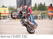 Купить «Участник шоу Adrenaline FMX RUSH на МАКS-2013», эксклюзивное фото № 5031132, снято 31 августа 2013 г. (c) Алёшина Оксана / Фотобанк Лори