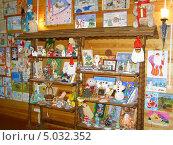 Купить «Новогодние рисунки в резиденции белорусского Деда Мороза», фото № 5032352, снято 16 января 2019 г. (c) Александра Лукашина / Фотобанк Лори