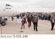 Купить «Очередь на борт ТУ-144 МАКС-2013», эксклюзивное фото № 5035248, снято 31 августа 2013 г. (c) Алёшина Оксана / Фотобанк Лори