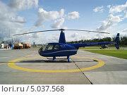 Купить «Вертолет Robinson R44 Raven I», фото № 5037568, снято 24 августа 2013 г. (c) Евгений Клеменков / Фотобанк Лори
